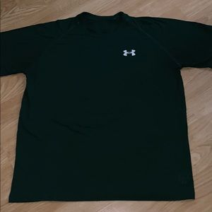 Under Armour small athletic tee